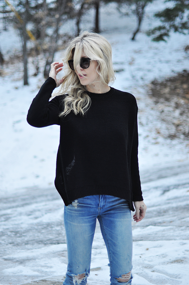 sweater-with-jeans-in-the-snow