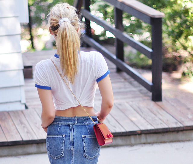t-shirt_ponytail_denim skirt_summer style