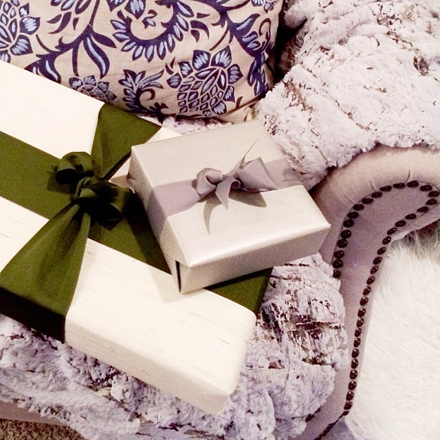 wallpaper wrapped presents