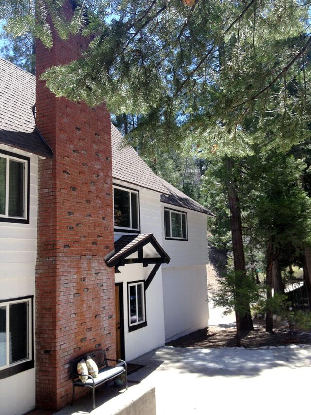 white+house+black+trim+brick+accents+