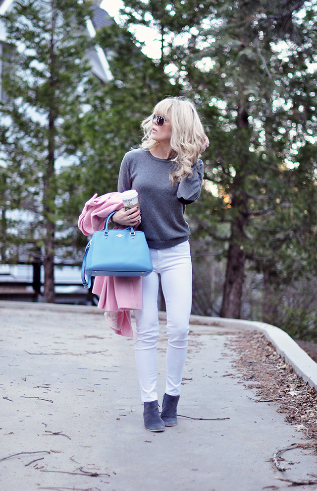 white skinny jeans_gray booties_gray sweater