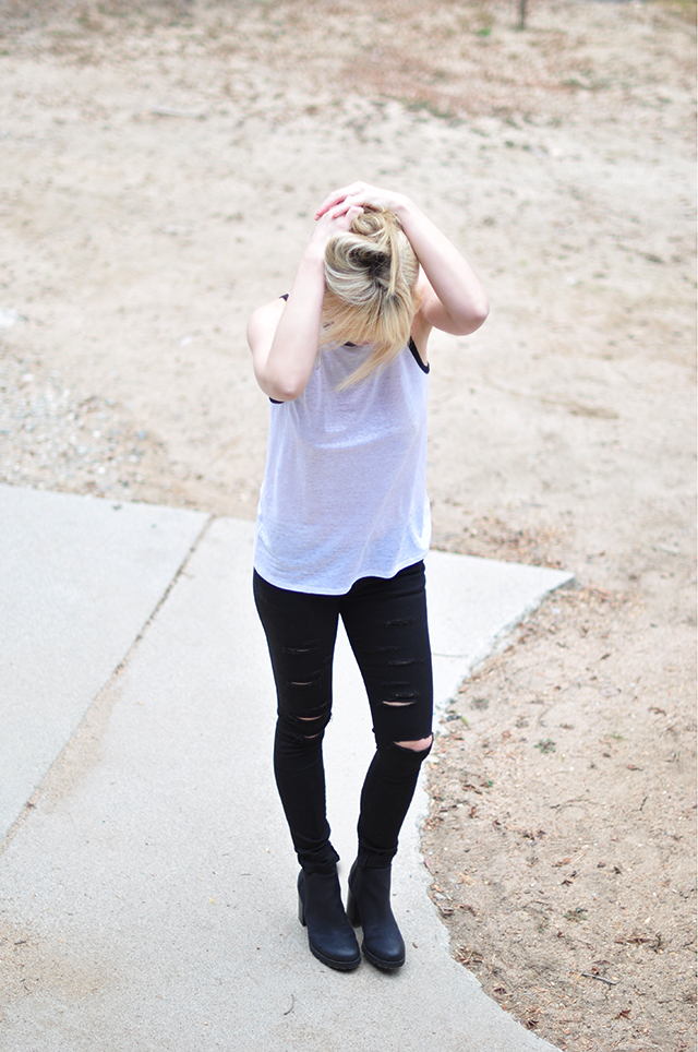 white tank_black ripped skinny jeans