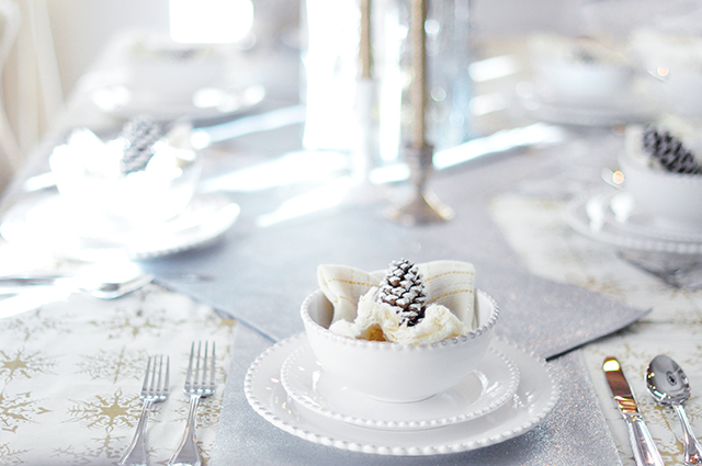 winter holiday table decor_ silver and gold+pinecones