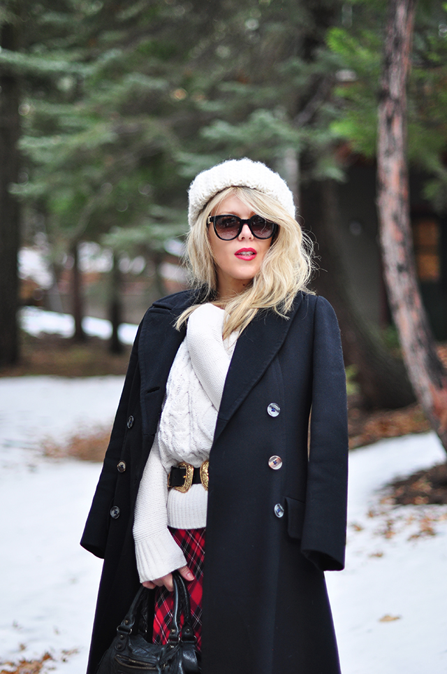 winter-style-in-the-snow_vintage-coat_plaid-dress